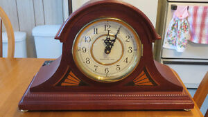 MANTLE TOP VINTAGE CLOCK