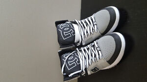 DC Women's Stance High-top skate shoes, Size 6W Kitchener / Waterloo Kitchener Area image 1