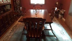 Dining room table with 6 chairs and hutch - Solid Oak