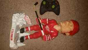 Steve Yzerman Huge Forever Collectibles Bobblehead! Kitchener / Waterloo Kitchener Area image 3