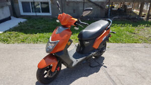 Great 50cc Scooter For Sale w/Accessories