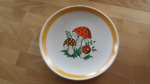NEW REDUCED PRICE /MERRY MUSHROOM DISHES