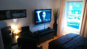 """Big Room all incl.(44""""TV) in front of the subway station"""