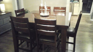 Pub height kitchen table aND chairs