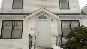 Reduced Price 1 Bdrm Sublet May 1-August 31, 2 min walk from Dal