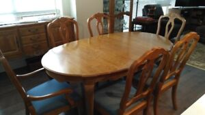 Ethan Allen French Dining Room Set in Excellent Condition