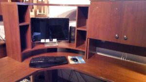 Bureau d'ordinateur et table assortie