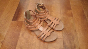Brown Faux Leather Gladiator Sandals! (Sz 8)