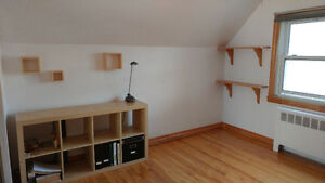 Very bright and furnished room for rent in Pointe-Claire!