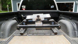 For sale Reese 16K slider hitch with Blue Ox bed saver