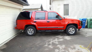2000 Chevrolet Tahoe Z71 SUV, Crossover; Clean CARFAX