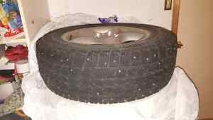 235/65R17 set of 4 winter tires on rim West Island Greater Montréal image 1