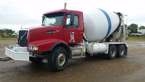2007 Volvo McNeilus Concrete Mixer - Excellent Shape !