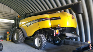 New Holland conventional combine
