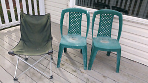 3 old patio camping chairs $5 takes all 3!!