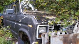 ** VENDU ** 1985 Ford Econoline 351pc 4V HO ( complet )