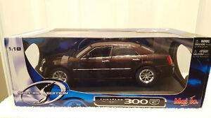 CHRYSLER 300 C HEMI 1:18 DIECAST CAR