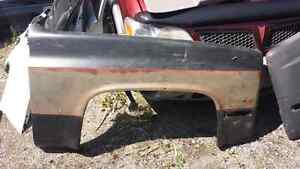 LEFT AND RIGHT FENDERS FOR 1981 CHEVY/GMC TRUCKS Windsor Region Ontario image 1
