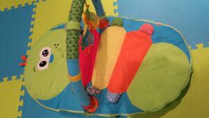 tapis d'éveil portatif avec arche