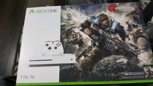 MINT CONDITION XBOX 1S COMES WITH 5 GAMES