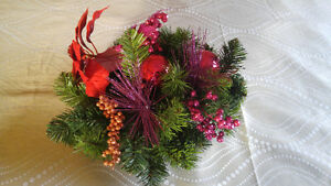 Christmas centerpiece with ornaments Kitchener / Waterloo Kitchener Area image 2