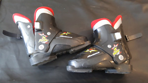 Nordica kids ski boots. Size 18.5-19.5. Easy 1 strap for kids.