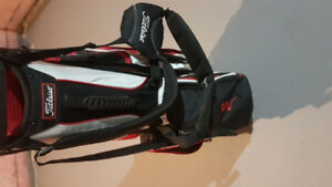 Titleist golf bag for sale great condtion stand needs to be fix