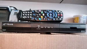 2 telus HD satellite receivers with remotes