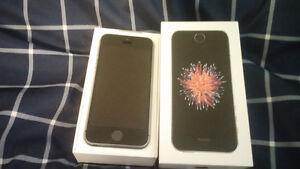 Like new iPhone SE black & grey Fido 16 GB