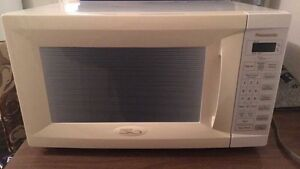 Great, lightly used microwave