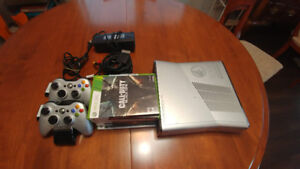 XBOX 360 Halo Reach Limited Edition 250GB + Games + Controller