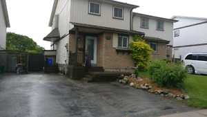 Detached house for rent on phillip Murray ave