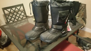 *** NEW BAFFIN ICE FISHING / SNOWMOBILE BOOTS FOR SALE ***