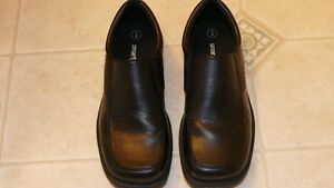 Boys size 1 Smart Fit Black Dress Shoes, Like new worn once.