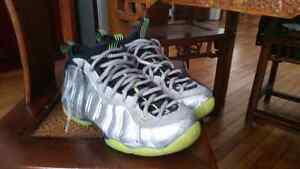 Nike foamposite electrolime silver size 9 9.5/10 condition Cambridge Kitchener Area image 1