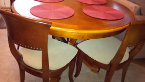 Perfect Round Table & 6 Chairs Set - for sale! Kitchener / Waterloo Kitchener Area image 3
