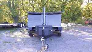 Like new 5 ton dump trailer