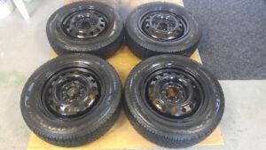4 pneus d'hiver 195/65/R15 BRIDGESTONE sur jantes 5 x 114,3
