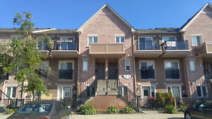 Mississauga 2 Bed Town House For Rent