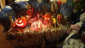 lot de 55 articles d' Halloween pour 65$ l'ensemble
