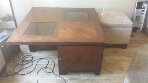 Coffee table with 2 ottomans