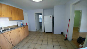 Nice 3 BDs just few block from U of Windsor Now $825++ only Windsor Region Ontario image 5