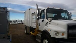 Garbage / Refuse Truck 2011 Freightliner Single Axle Auto Load