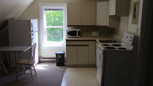 1 bedroom, 2nd floor, King/Arthur street, with washer&dryer,$550