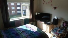 Double room available in large West Didsbury flat
