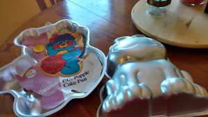 Vintage popples and Garfield cake pans