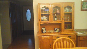 dining table, hutch and 3 bar stools Windsor Region Ontario image 3