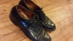 Men's Biltrite Vintage Leather Shoes. Size 10-10.5 Approx.