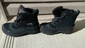 The North face men shoes in excellent conditions( just like new)