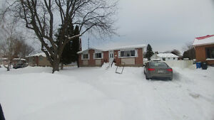 Large 6 Bedroom House, Chateauguay
